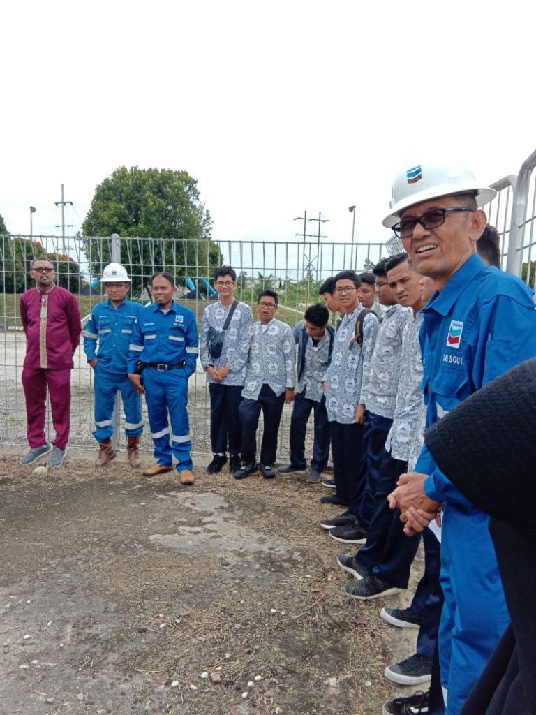 Kegiatan Fieldtrip Kelas XI IPA ke Sumur Minyak Chevron Minas