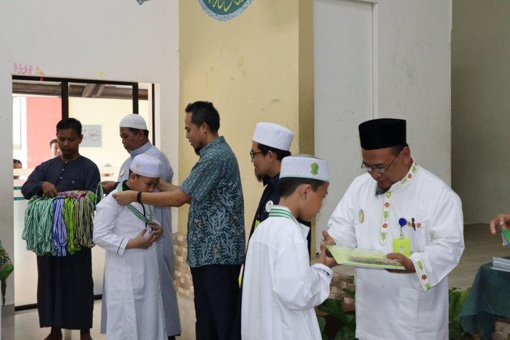 penyerahan piagam dan sertifikasi al-qur'an