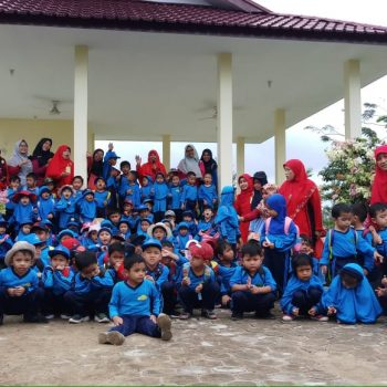 Pembelajaran Outdoor, TKIT/KBIT Kunjungi Taman Bunga PUPR Palas