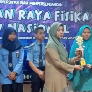 SMPIT Al-Ittihad Raih Juara 3 Lomba LKTI Tingkat SMA di Pekan Raya Fisika FMIPA UNRI