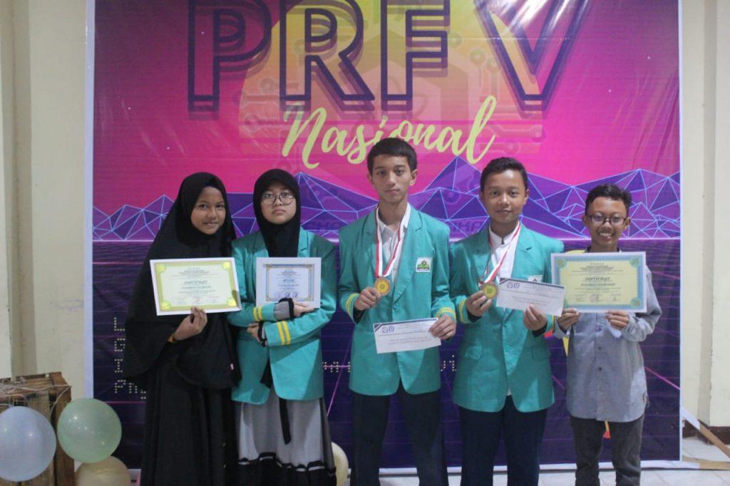 Tim Olimpiade Fisika MTs Al-Ittihadiyah Berhasil Meraih Medali di Pekan Raya Fisika V Nasional